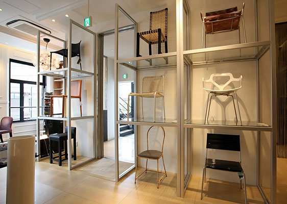 CUUMA Showroom / Chair Fixtures